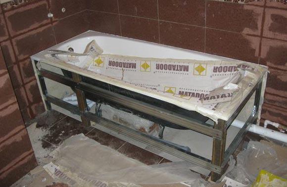 установка металлической ванны под плитку