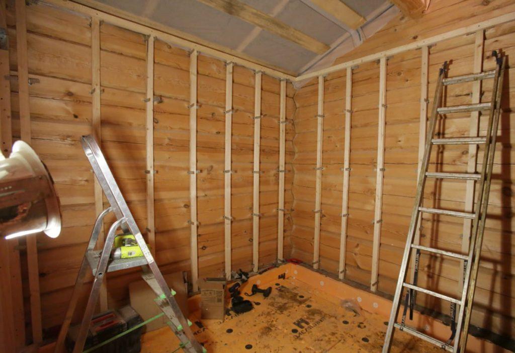 выравнивание деревянных стен