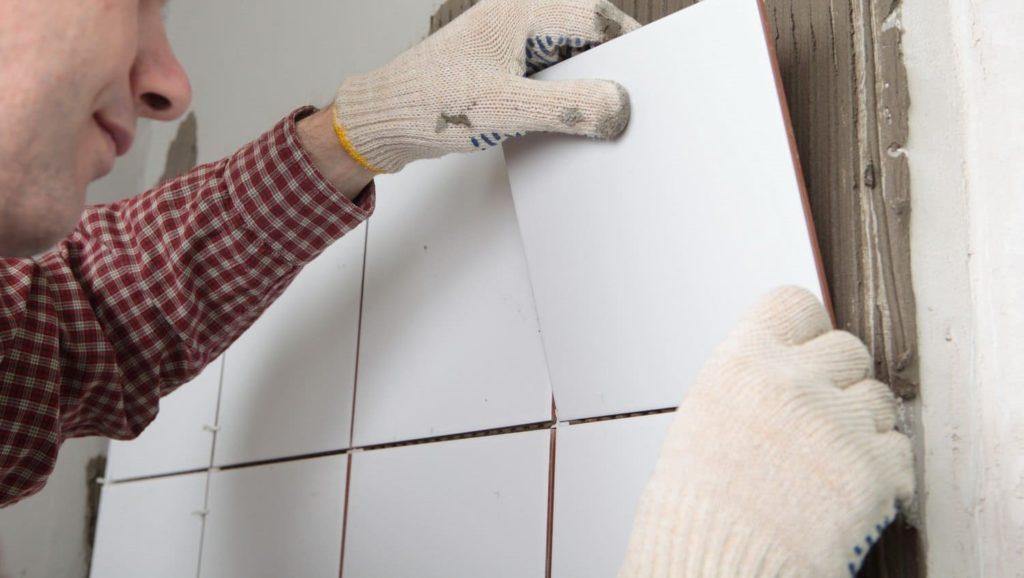замена нескольких плиток в ванной