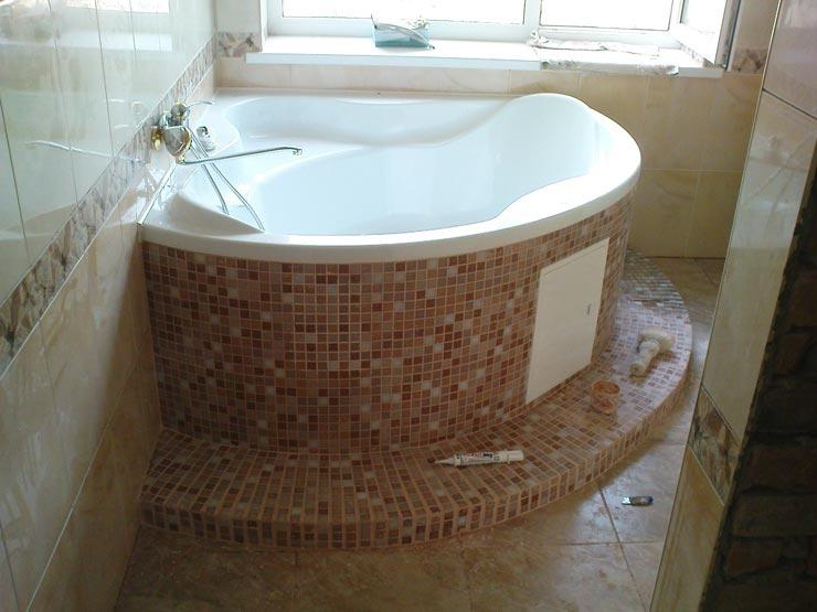 Экран для угловой ванны из плитки