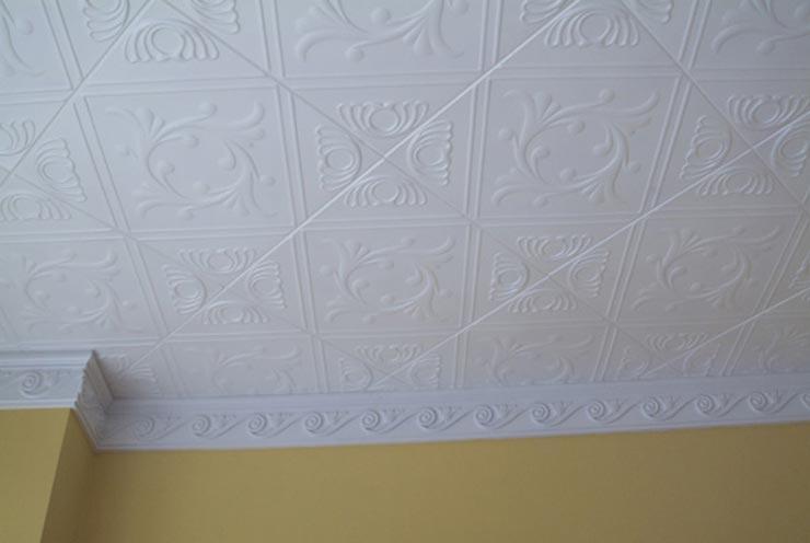 инжекционная плитка на потолке ромбом