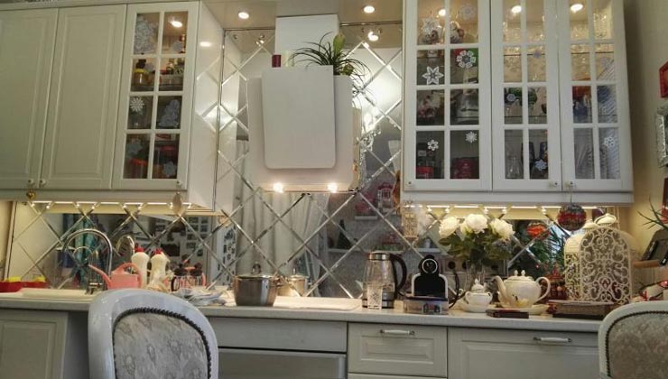 Кухни с фартуком зеркало с фацетом