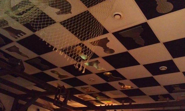 Шахматный потолок