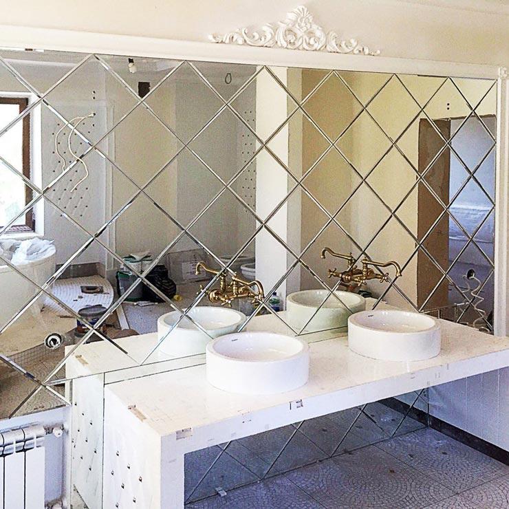 Зеркальные панели в туалете