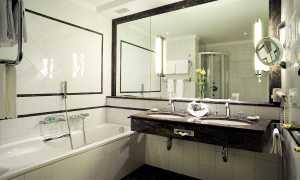 Как повесить зеркало в ванной на плитку своими руками?