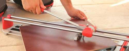 Как резать плитку ручным плиткорезом своими руками?