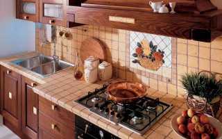 Как приклеить отвалившуюся кафельную плитку на стене?