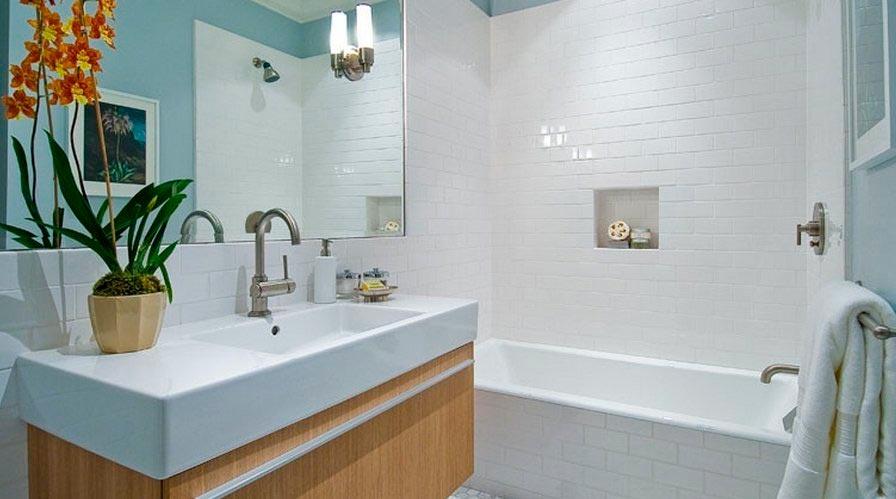 Белая плитка в ванной 3