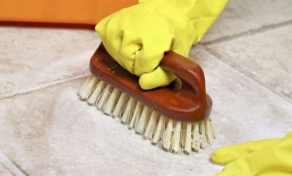 безопасная чистка плитки от клея