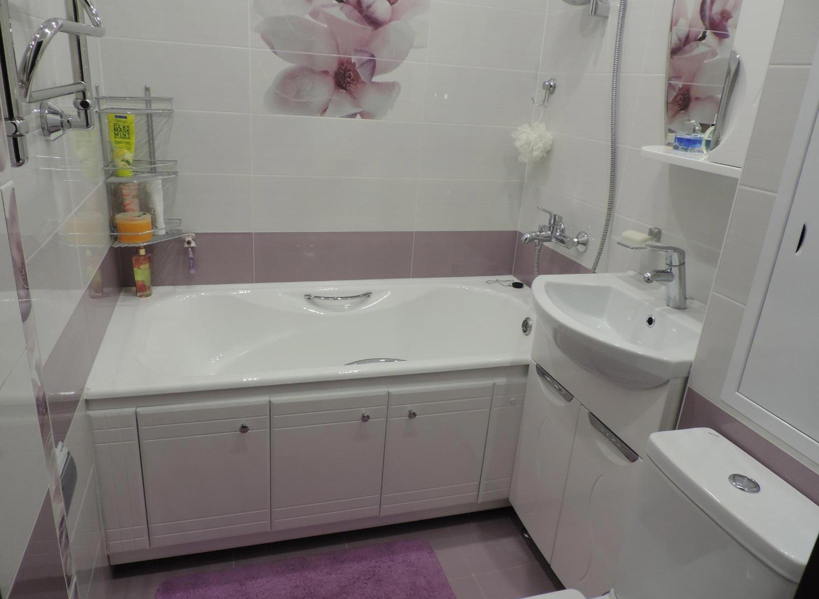 дизайн плитки в маленькой ванной 10