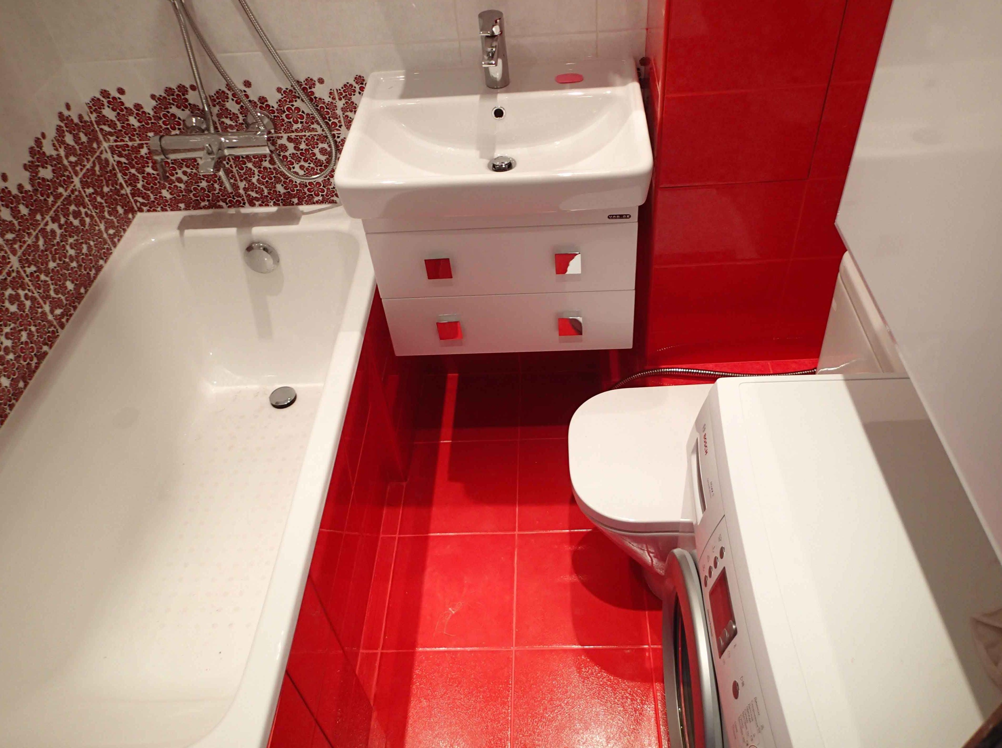 дизайн плитки в маленькой ванной комнате