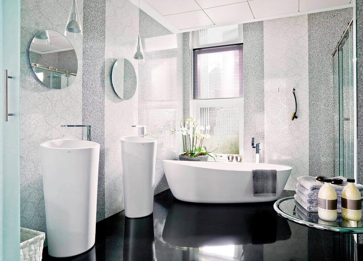 Фактура материала и освещение белая плитка в ванной