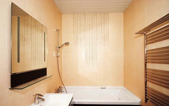 маленькая ванная комната в песочном цвете