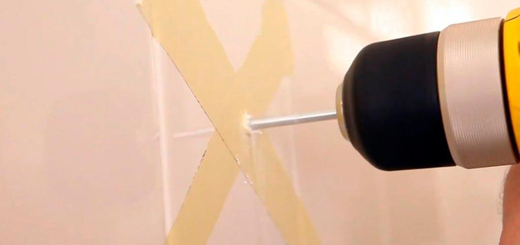 Маленькие хитрости при сверлении плитки в ванной