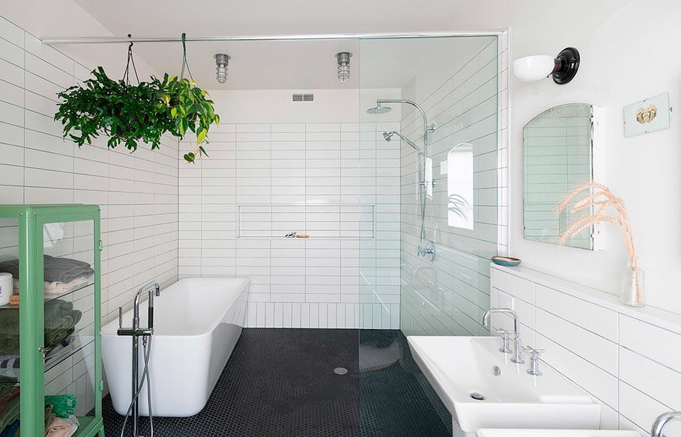 Особенности белой плитки в ванной