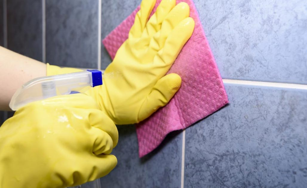 отмыть плитку в ванной от налета