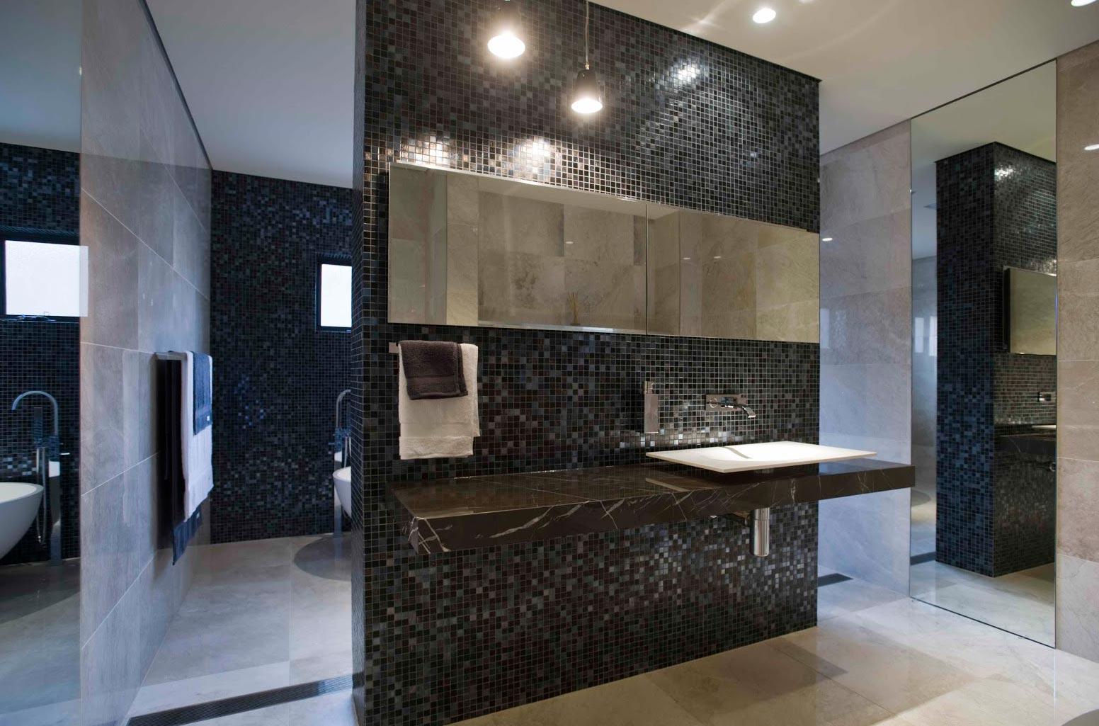 мозаика в просторной ванной