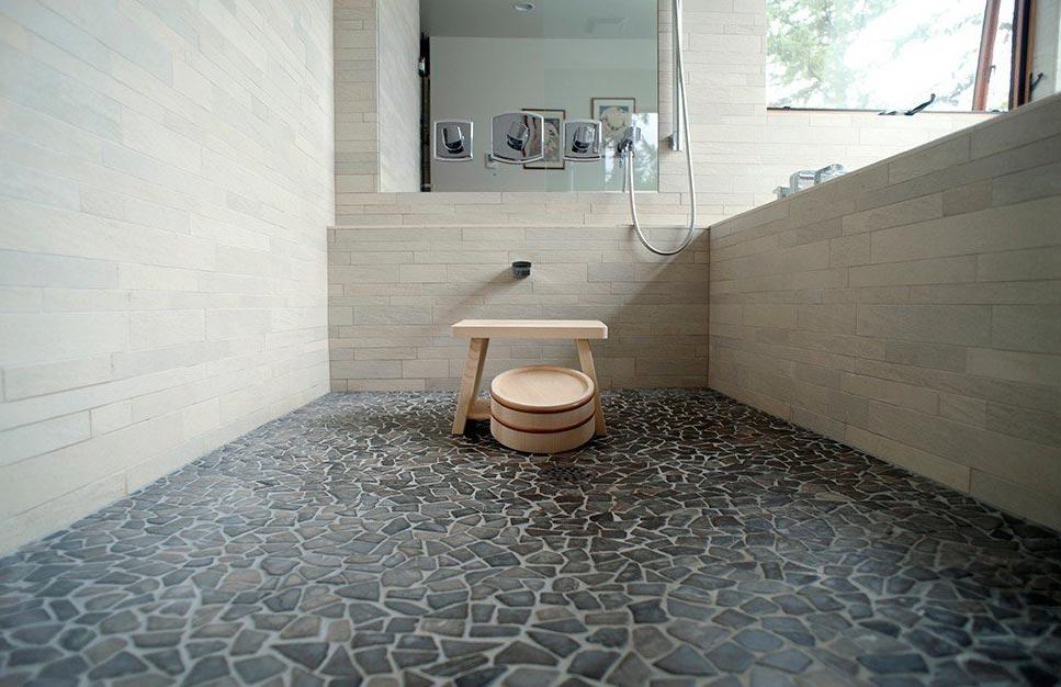 плитка на пол в ванной из камня