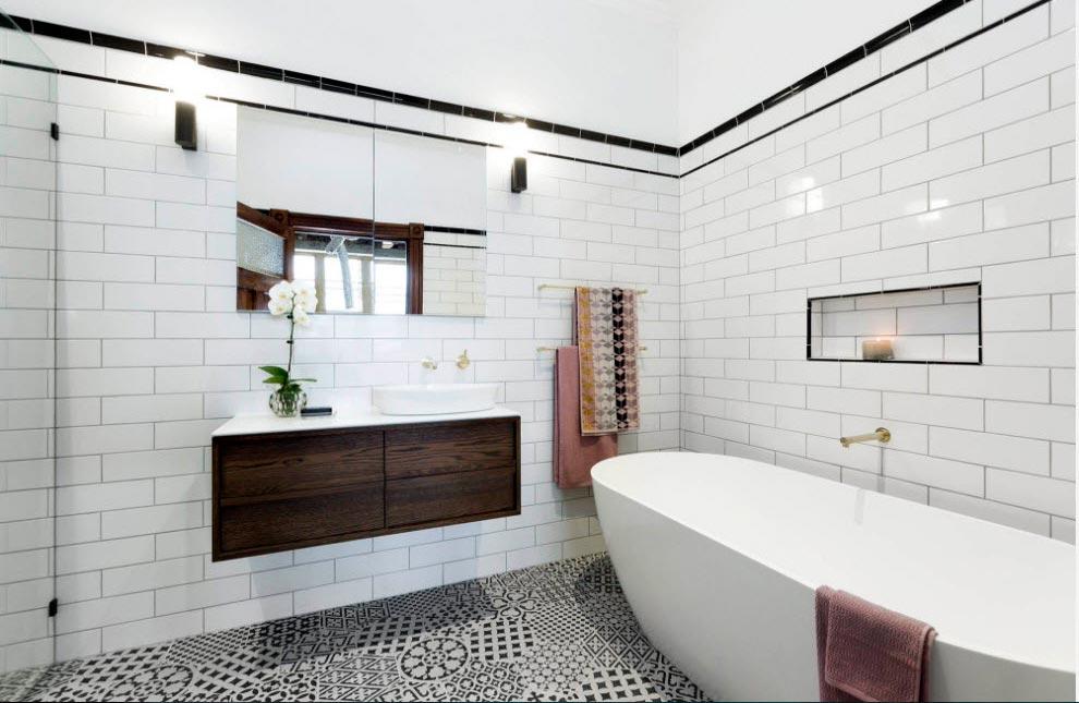 Размеры и формы белой плитки для ванны 2