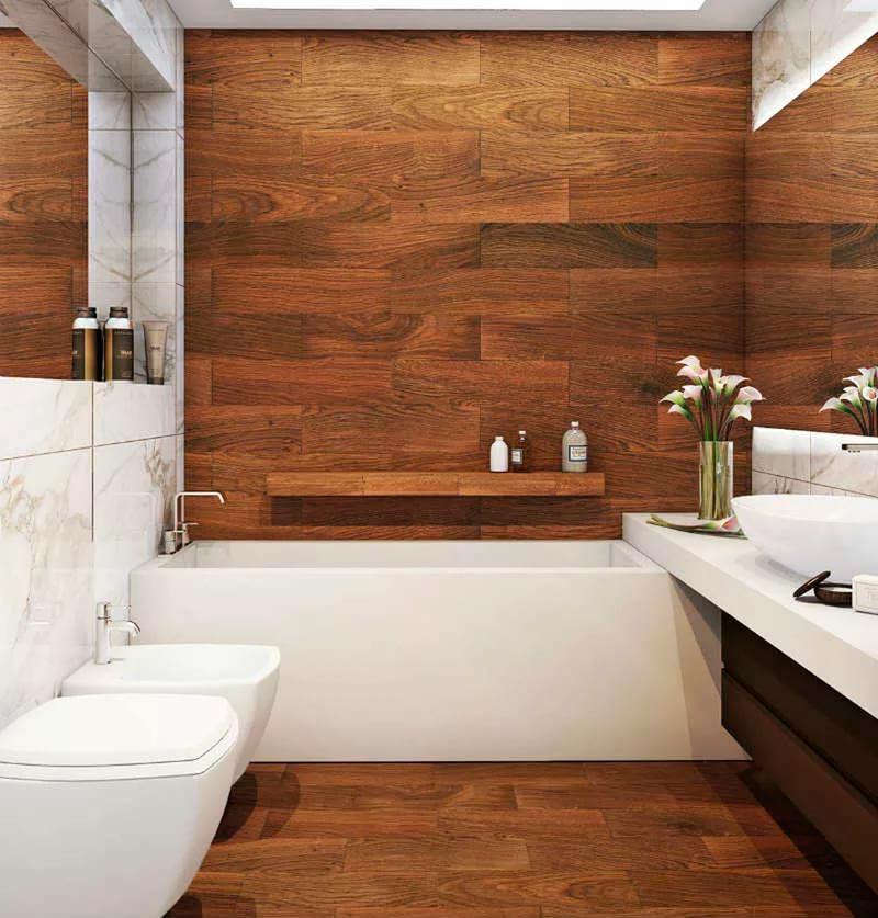 Сочетание дерева и белого мрамора в ванной