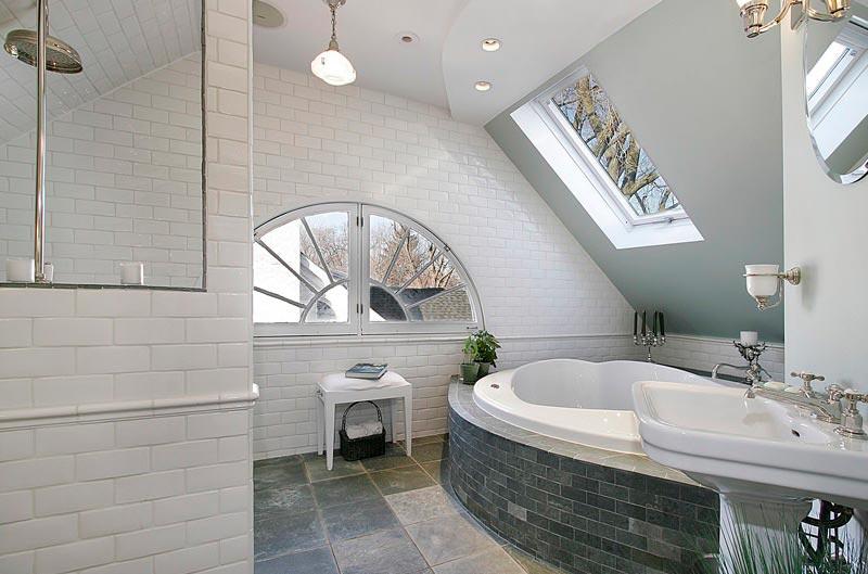 Советы по оформлению ванной белой плиткой