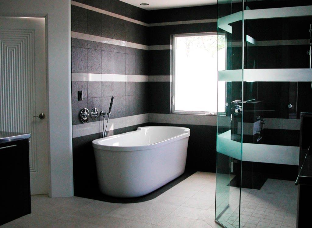 Тонкости отделки ванной комнаты в черно-белой цветовой гамме 2