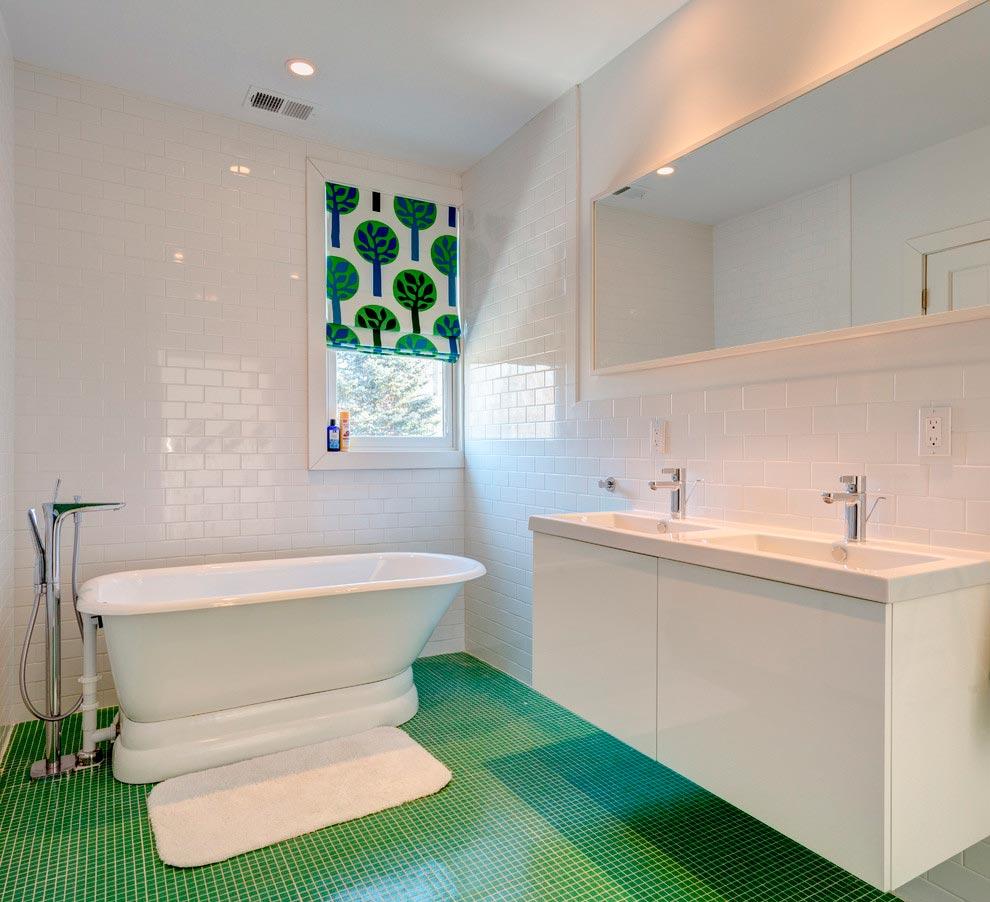 Требования и уход за белой плиткой в ванной 2