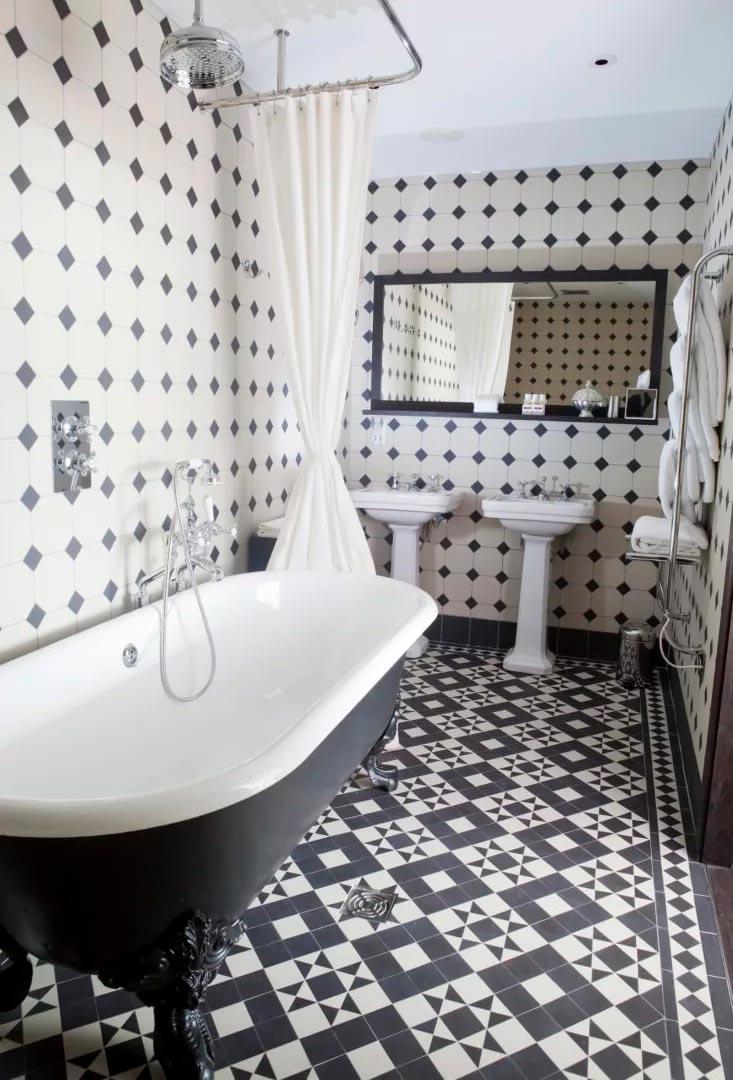 Варианты дизайна черно-белой ванны 12