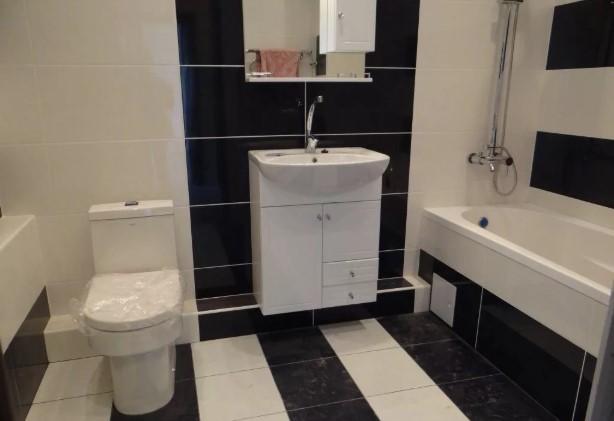 Варианты дизайна черно-белой ванны 17