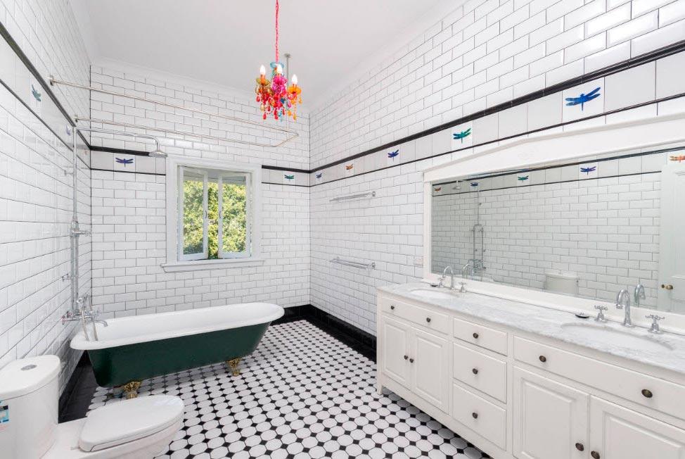 Варианты дизайна черно-белой ванны 27