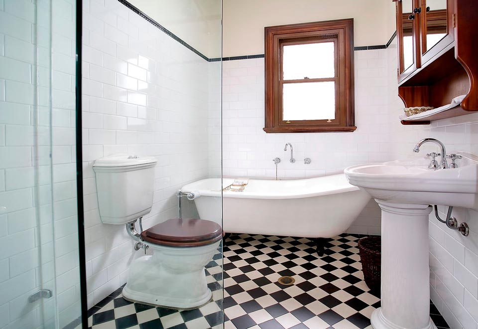 Варианты дизайна черно-белой ванны 45