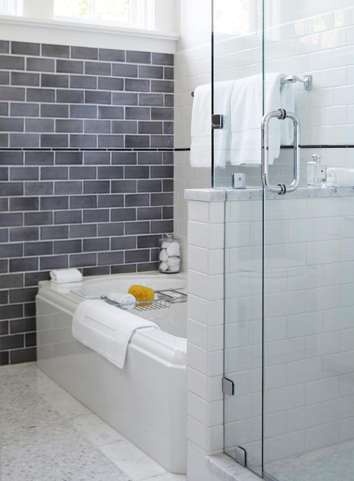 Варианты дизайна ванны с белой плиткой 16