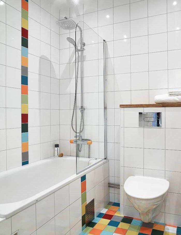 Варианты дизайна ванны с белой плиткой 17