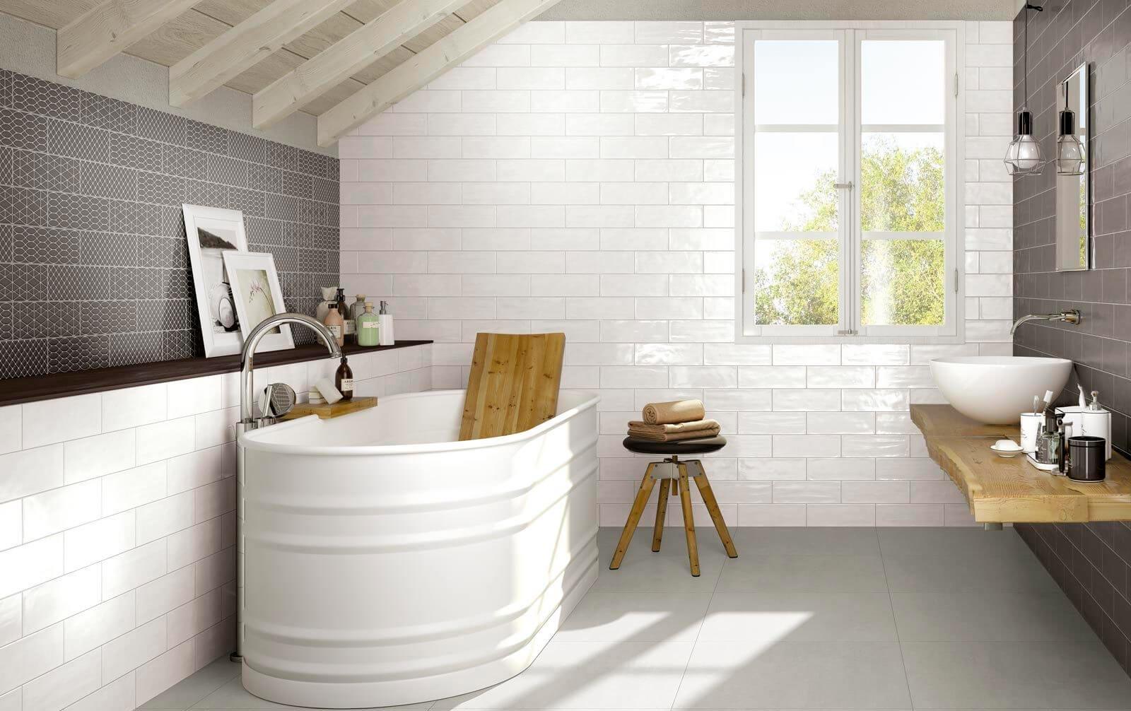 Варианты дизайна ванны с белой плиткой 18