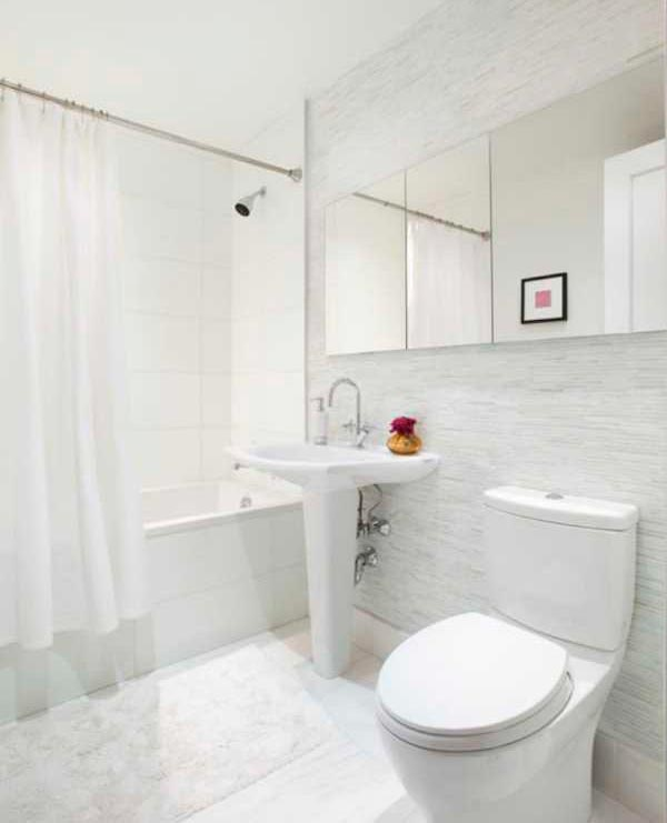 Варианты дизайна ванны с белой плиткой 32