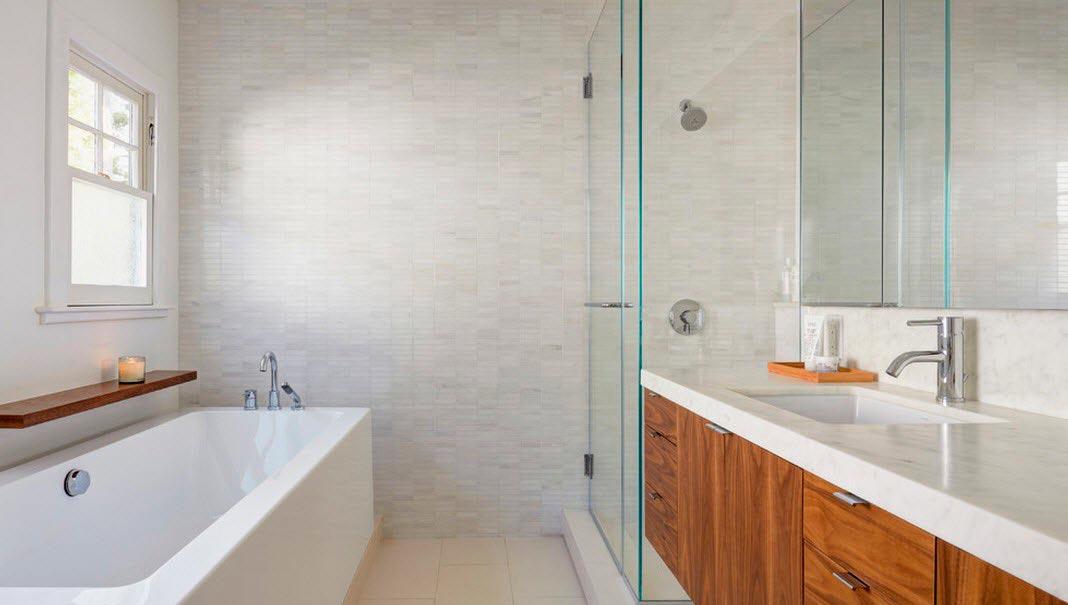 Варианты дизайна ванны с белой плиткой 34