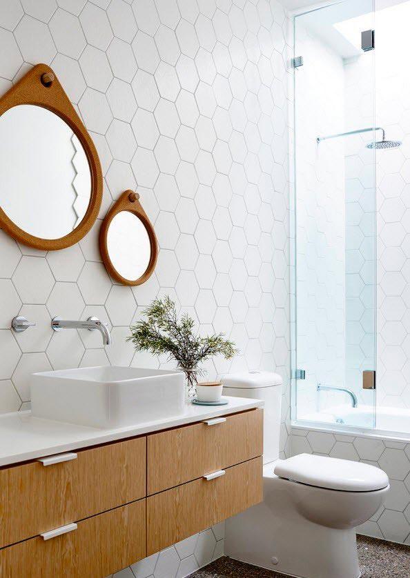 Варианты дизайна ванны с белой плиткой 6
