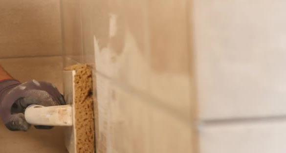 затирка швов плитки на стене