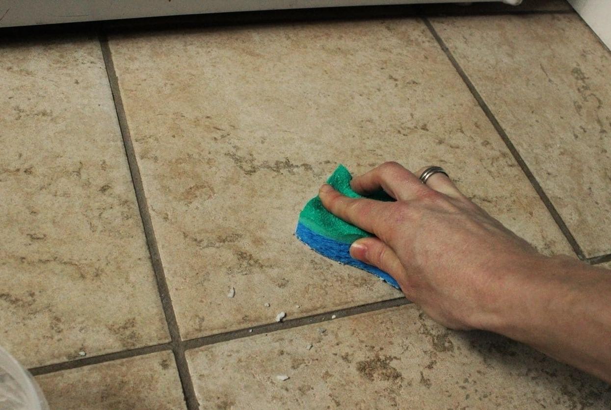 Очистка пористой плитки