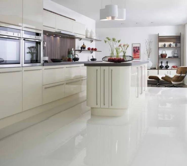 белый пол для кухни