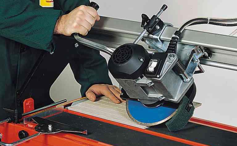 как резать электрическим плиткорезом под углом-советы
