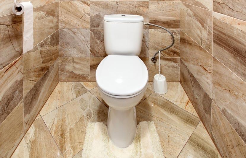 керамогранит на полу в туалете