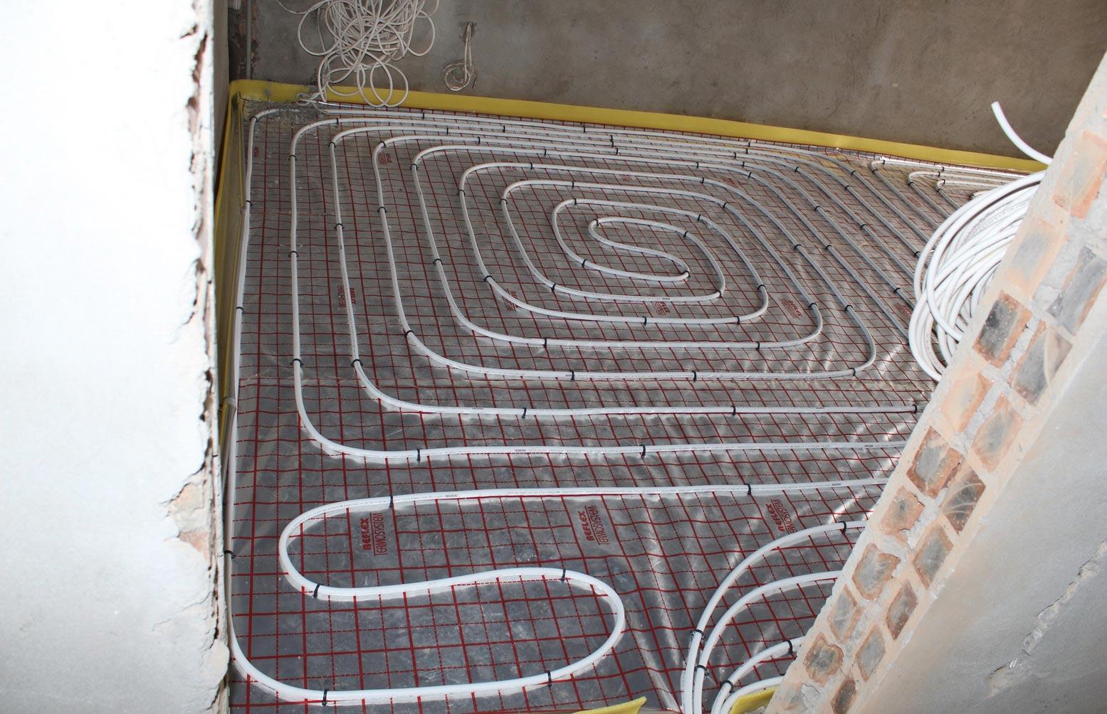 Монтаж водяного теплого пола в форме улитки