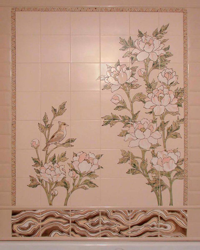 Нанесение узоров на плитку в ванной