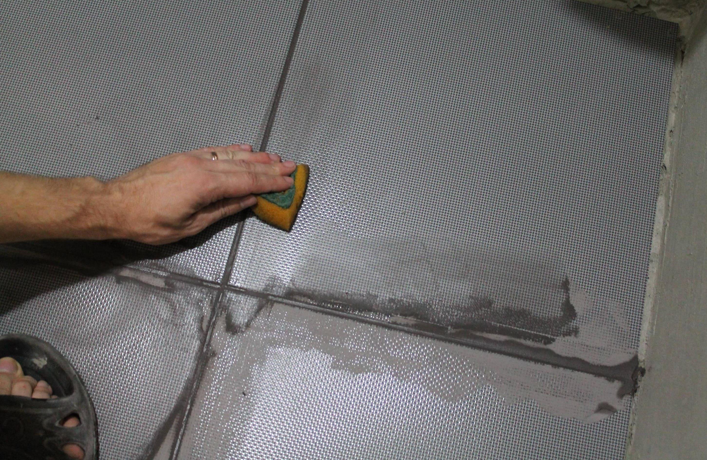 нанесение затирки на плитку