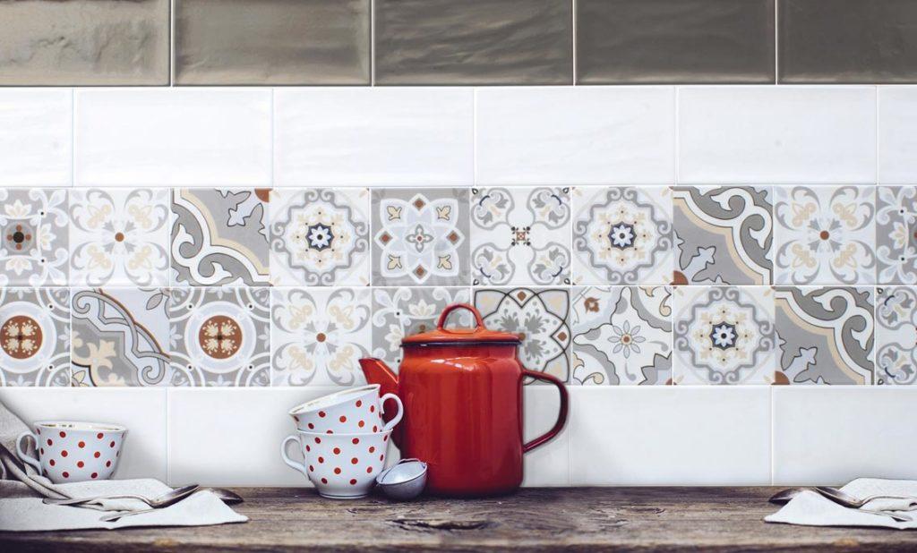 обновка плитки на кухне-пример