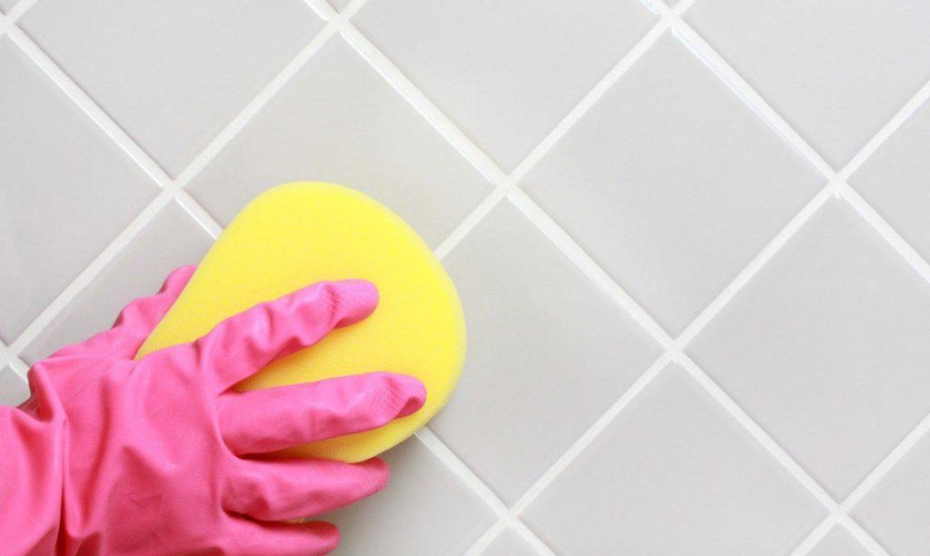 очищение межплиточных швов на кухне