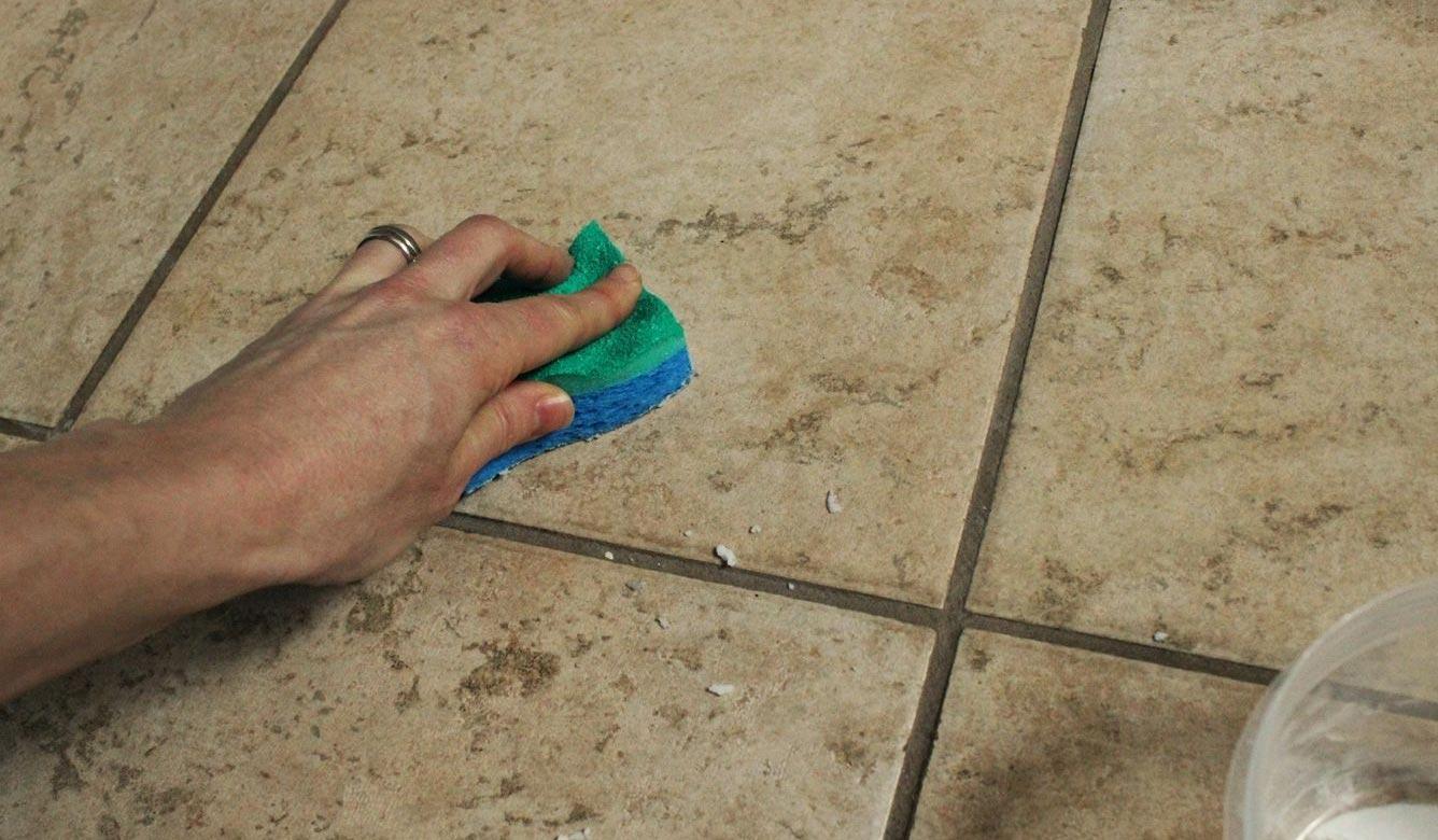 очистка швов между плиткой на полу