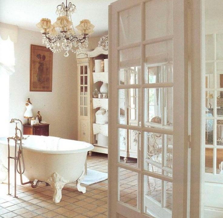 Отделка ванной в романтическом свете и использование элегантной мебели 5