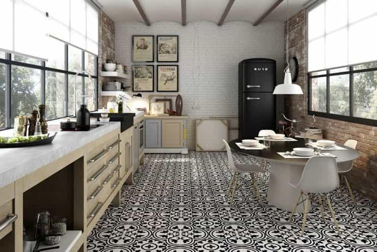 Черно-белая плитка пэчворк для кухни
